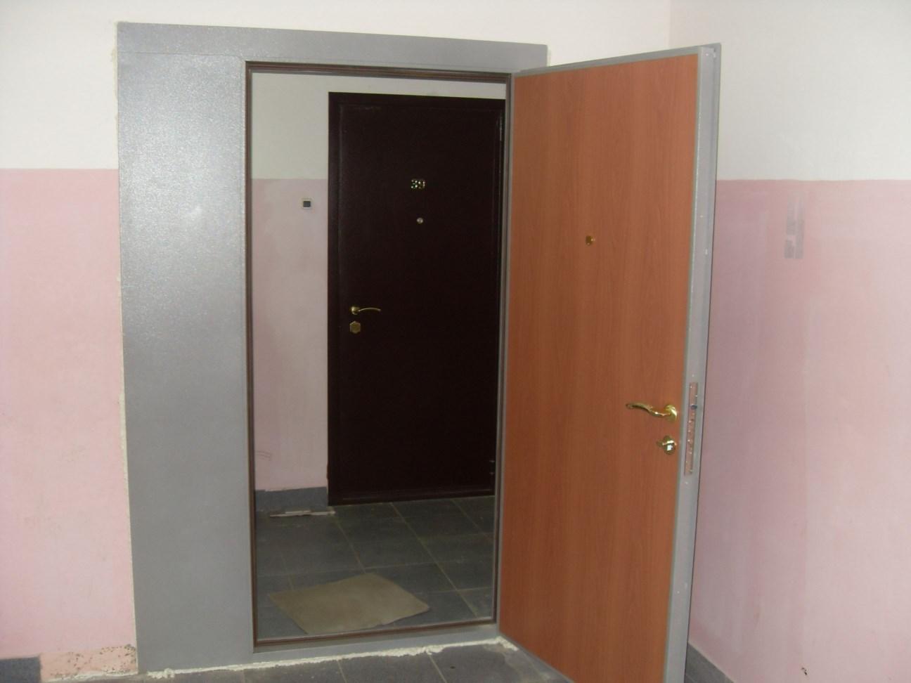 Фото дверей в тамбур подъезда