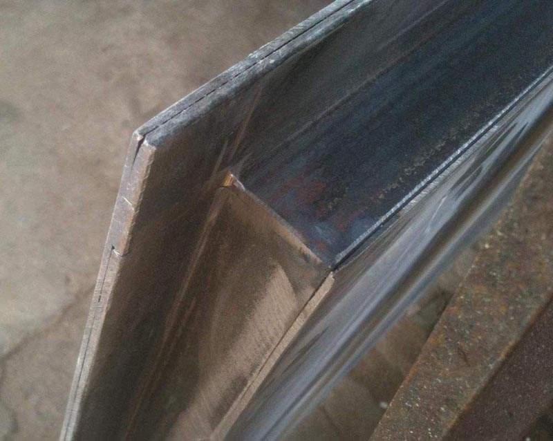 металлическая дверь из уголка