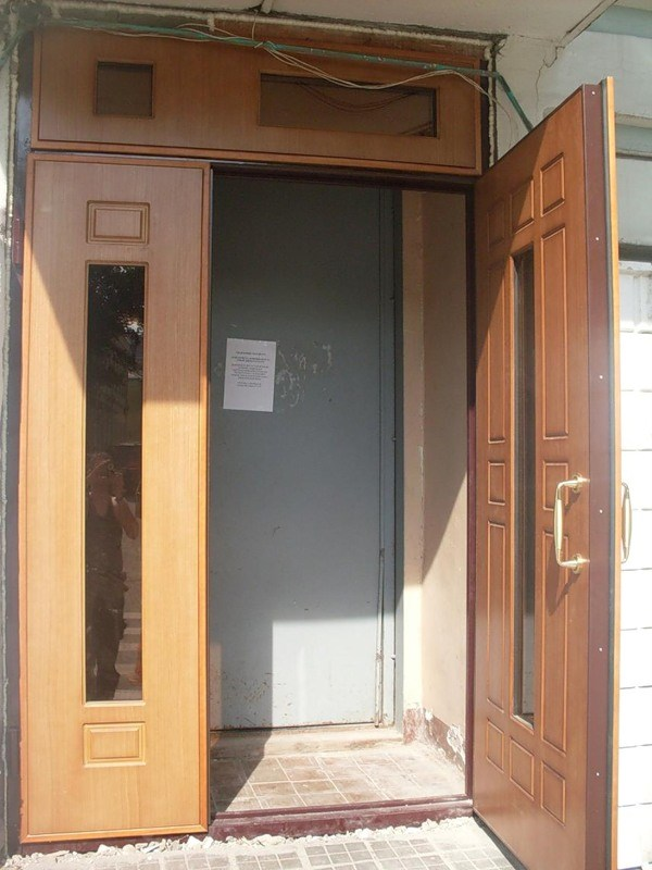 металлические двери эконом класса для входа в подъезд стандартные цены