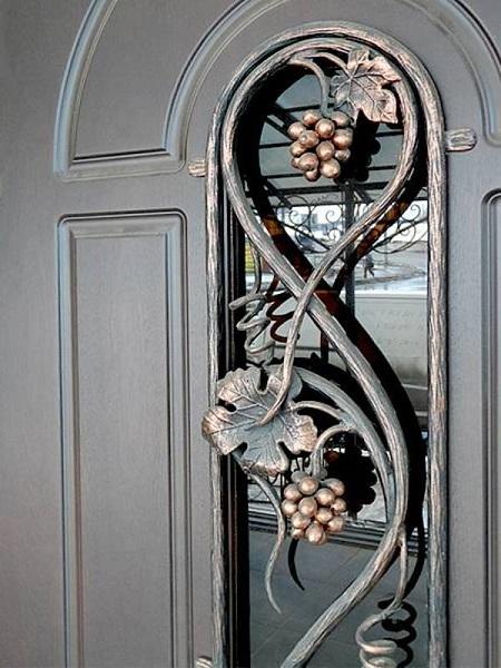 купить металлическую дверь с ковкой и стеклопакетом