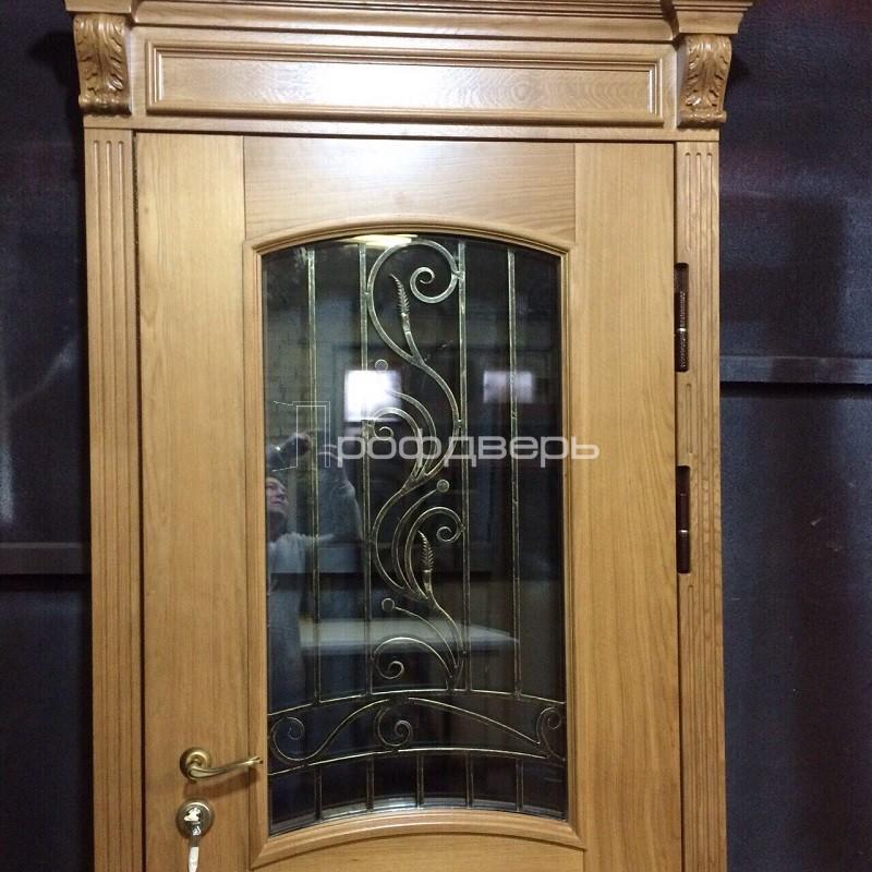 входные филенчатые двери с остеклением