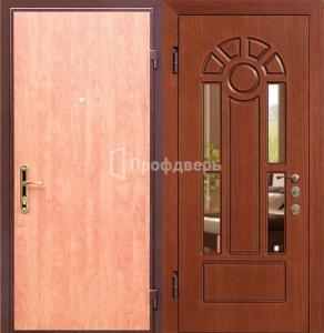 входные металлические двери с зеркалом в железнодорожном