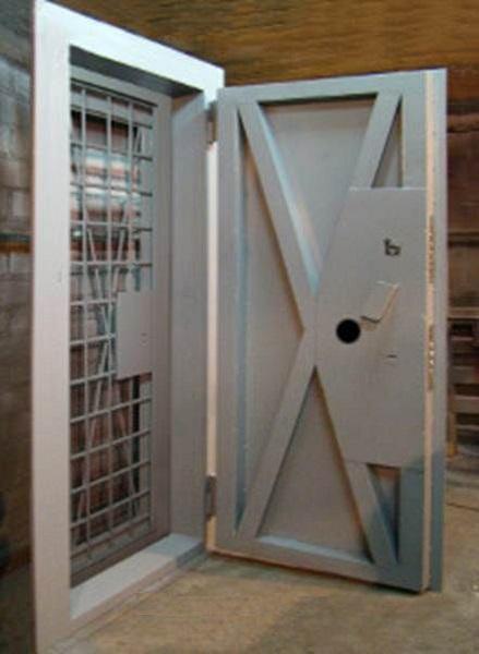 металлическая дверь оружейную