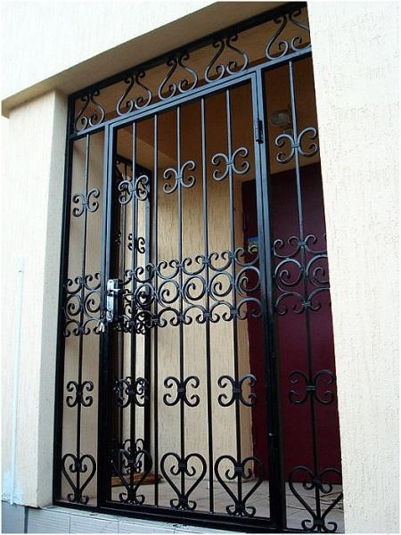 двери решетки железные